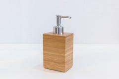 Accesorios de madera del cuarto de baño para la crema del champú o de la ducha Imagen de archivo libre de regalías