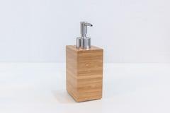 Accesorios de madera del cuarto de baño para la crema del champú o de la ducha Imagen de archivo
