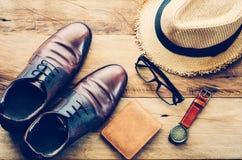 Accesorios de vestir del viaje para la ropa de los hombres adelante para el viaje Imagenes de archivo