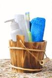 Accesorios del baño en un fondo blanco Imagen de archivo libre de regalías