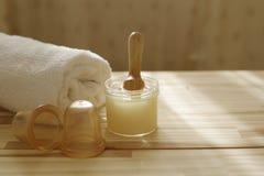 Accesorios del balneario bancos de los masajes, pelando Tratamientos del cuerpo Fotografía de archivo