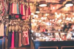 Accesorios del bijouterie de las mujeres en la tienda Isla de Bali Fotografía de archivo libre de regalías