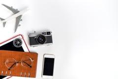 Accesorios del Blogger del viaje aislados en blanco Imagen de archivo libre de regalías