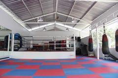 Accesorios del boxeo para el entrenamiento en gimnasio en Tailandia Imagen de archivo libre de regalías