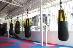 Accesorios del boxeo para el entrenamiento en gimnasio en Tailandia Fotos de archivo