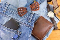 Accesorios del hombre moderno con ropa del dril de algodón Imagen de archivo libre de regalías