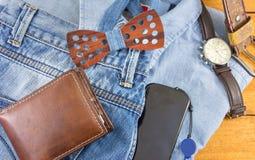 Accesorios del hombre moderno con ropa del dril de algodón Fotografía de archivo
