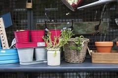 Accesorios del jardín en venta Foto de archivo libre de regalías