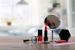 Accesorios del maquillaje de Diy en la tabla Fotos de archivo