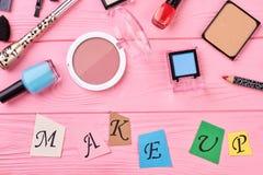 Accesorios del maquillaje de la belleza, visión superior Imágenes de archivo libres de regalías