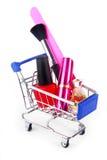 Accesorios del maquillaje en carretilla de las compras Imagen de archivo