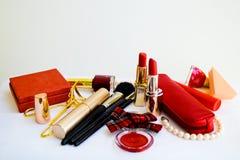Accesorios del maquillaje en el fondo blanco Fotos de archivo