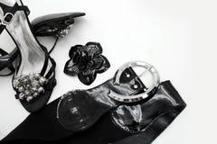 Accesorios del negro del ` s de las mujeres en el fondo blanco Foto de archivo