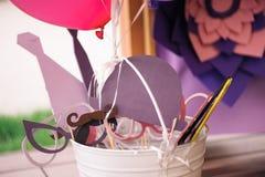 Accesorios del partido del carnaval: Bigote labio palillo boda decoración Partido accesorios Cumpleaños Imágenes de archivo libres de regalías