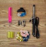 Accesorios del pelo en la madera envejecida Fotografía de archivo libre de regalías
