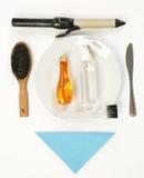 Accesorios del pelo en la placa de cena Imagenes de archivo