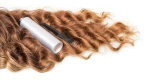 Accesorios del pelo ondulado y de la peluquería en blanco Imagen de archivo libre de regalías
