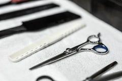 Accesorios del peluquero en barbería Fotos de archivo libres de regalías