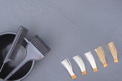 Accesorios del peluquero para el pelo que colorea Imagen de archivo