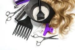 Accesorios del peluquero para el pelo que colorea Fotografía de archivo libre de regalías