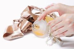 Accesorios del perfume y de las mujeres Imágenes de archivo libres de regalías
