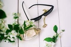 Accesorios del perfume y de las mujeres Imagen de archivo libre de regalías