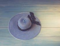 Accesorios del ` s de la mujer vistos desde arriba, visión superior Imagen del concepto Sombrero del ` s de las mujeres en de mad Imagen de archivo libre de regalías