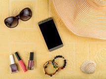 Accesorios del ` s de las mujeres por un día de fiesta de la playa Fotografía de archivo libre de regalías