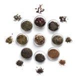 Accesorios del té en un fondo blanco Imagen de archivo