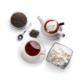 Accesorios del té en un fondo blanco Imagen de archivo libre de regalías
