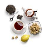 Accesorios del té en un fondo blanco Fotografía de archivo
