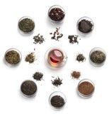 Accesorios del té en un fondo blanco Fotos de archivo libres de regalías
