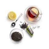 Accesorios del té en un fondo blanco Foto de archivo