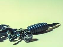 Accesorios del tatuaje un acero del tubo de la máquina foto de archivo libre de regalías