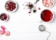Accesorios del tiempo del té en color rosado Fotografía de archivo