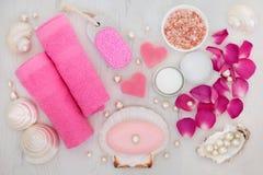 Accesorios del tratamiento de la belleza del cuarto de baño y del balneario Fotografía de archivo