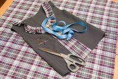 Accesorios del uniforme escolar de los niños y de vestir Fotos de archivo libres de regalías