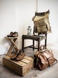 Accesorios del varón del vintage Bolsos de cuero y zapatos de cuero Imagenes de archivo