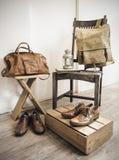 Accesorios del varón del vintage Bolsos de cuero y zapatos de cuero Imagen de archivo libre de regalías