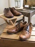 Accesorios del varón del vintage Zapatos de cuero Imagenes de archivo