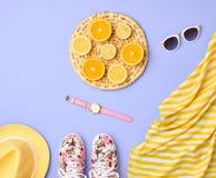 Accesorios del verano de la moda fijados Diseño en colores pastel Imagen de archivo libre de regalías