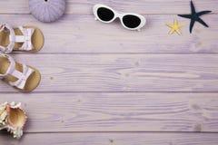 Accesorios del verano de la niña Imágenes de archivo libres de regalías