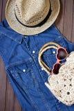 Accesorios del verano, vidrios de sol, bolso y sombrero Fotografía de archivo libre de regalías