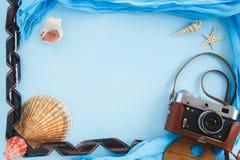 Accesorios del viaje de las vacaciones de verano de la playa Fotos de archivo libres de regalías