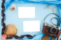 Accesorios del viaje de las vacaciones de verano de la playa Imágenes de archivo libres de regalías