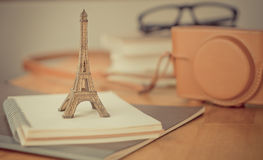 Accesorios del viaje de París del inconformista para el viaje Fotografía de archivo libre de regalías