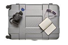 Accesorios del viaje en la maleta Imagen de archivo libre de regalías