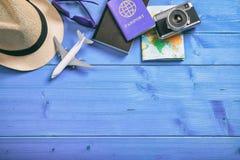 Accesorios del viaje y de las vacaciones - visión superior Fotografía de archivo libre de regalías