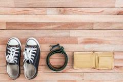 Accesorios del vintage en un fondo de madera Foto de archivo libre de regalías