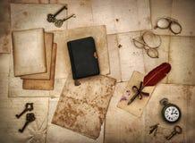 Accesorios del vintage, libro de la biblia, viejas letras Foto de archivo